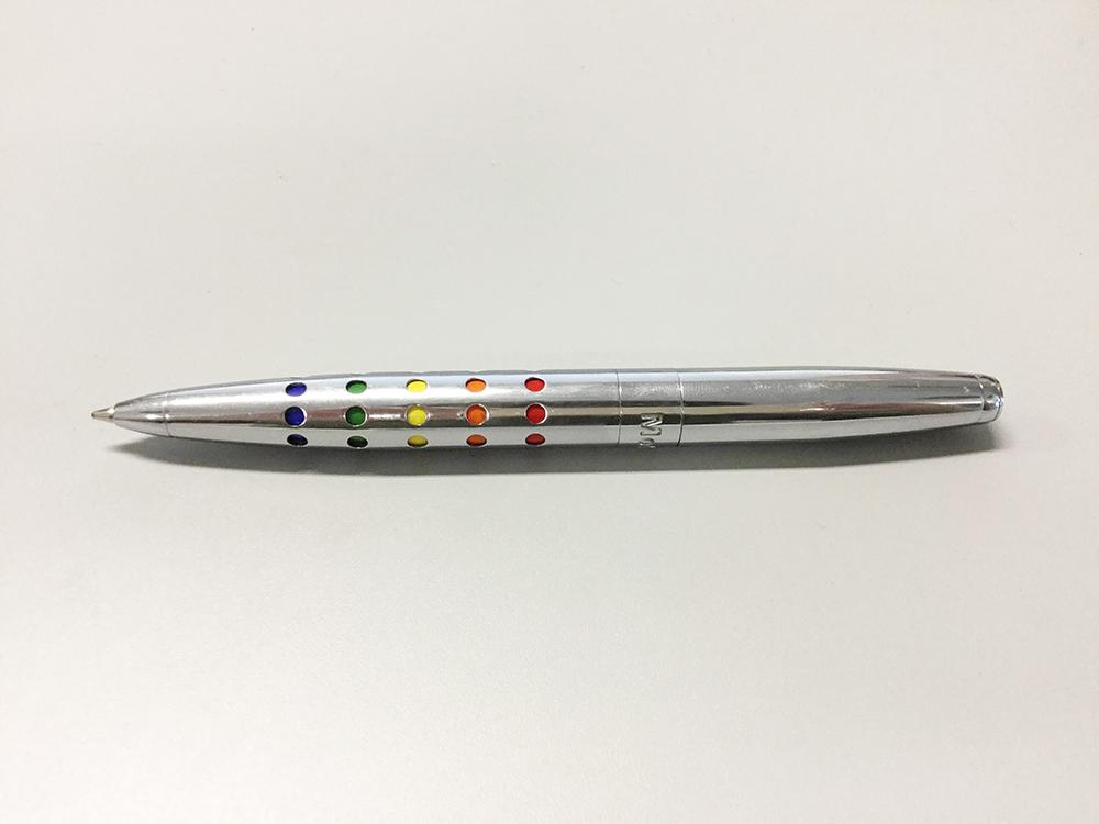 MoMA カラードットペン/書くとき