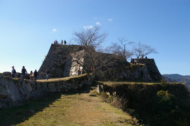 今度は本丸。竹田城に登りました。 遺構がしっかりと残っていて、なかなかの迫力。 人気が出るのもうなずけます。