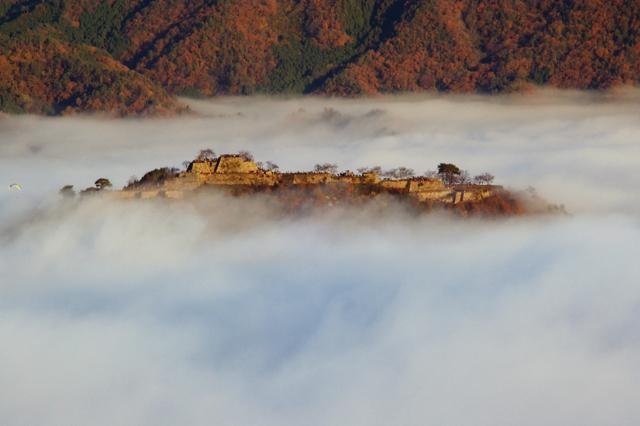 この写真を撮るためだけに、行ってきました、竹田城。 撮影場所は、竹田城を見下ろす位置にある、立雲峡という場所です。