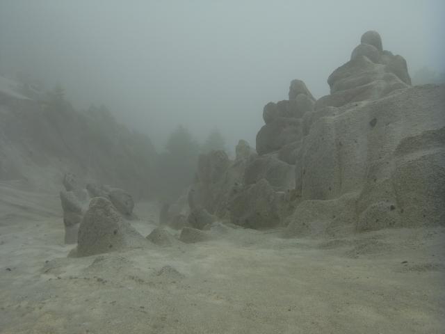 なんですかこれは。 砂の城? とかく奇妙な景色です。