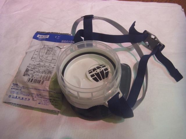 今回向かうのは三宅島。 竹芝桟橋の売店でガスマスクを購入しました。 (現在、ガスマスクの携帯は必須ではありません)