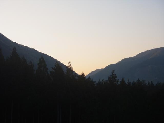 朝5時、キャンプ場を出発します。 今日は長い一日なりそうな予感。