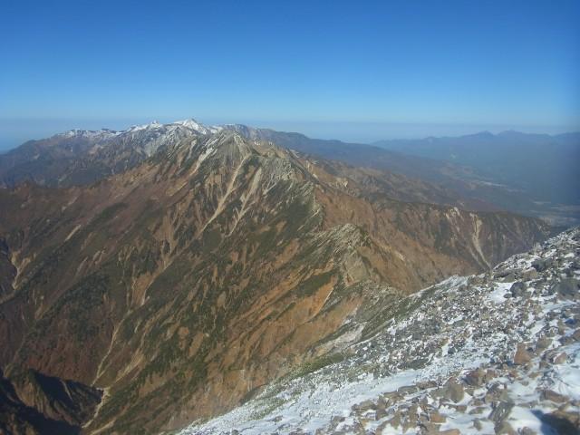 この先は、キレットと通過して五竜岳へと続いています。 凍結していると結構危険。 今回はパス。