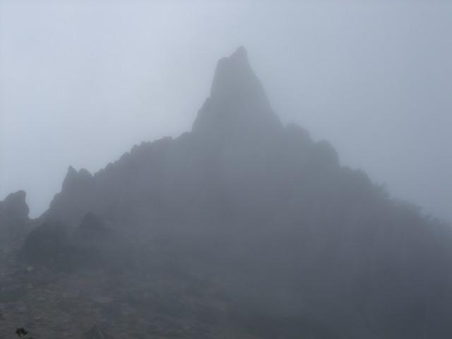 幽玄な雰囲気で姿を現したのが、地蔵岳オベリスク。 ここは危ないので登りません。