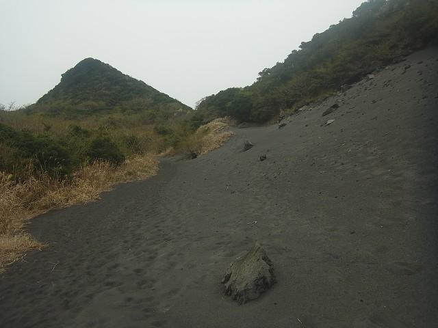 まずは表砂漠コースへ。 写真が斜めに見えますが、本当にこういう風景なのですよ。