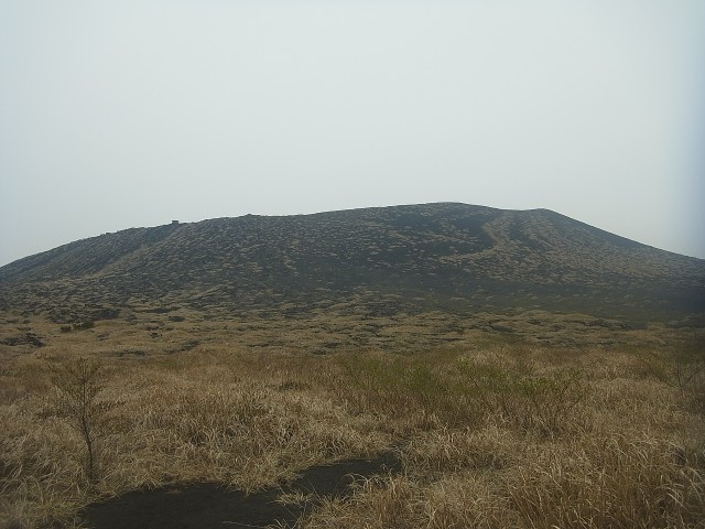 三原山がだいぶ近づいてきました。