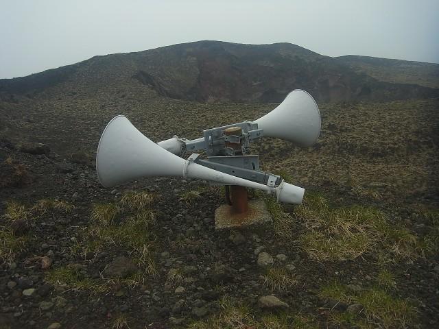 噴火したらこのサイレンが大音量で鳴るのでしょうね、きっと。 ま、そのときは手遅れでしょうけど。