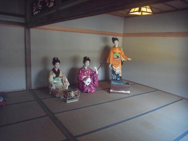 波浮港にある、踊り子の里資料館。 無料で入れます。 この人形たち、ちゃんと歌って踊ります。