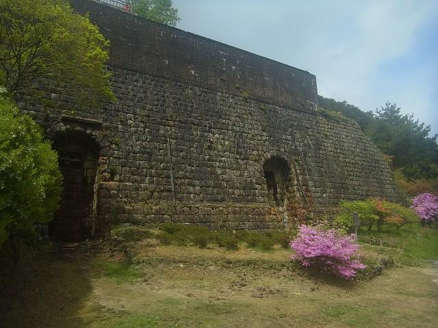 この銅山、昭和48年まで稼働していたのです。 40数年で、遺跡のように朽ちていくのです。