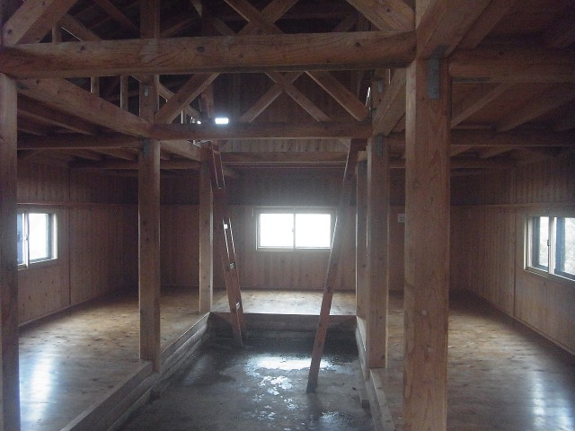 二階建てでけっこう広い。 当日は4組だけで宿泊。 広々と使えて快適だったのですが。 全身ずぶ濡れで、寒くて寒くて。