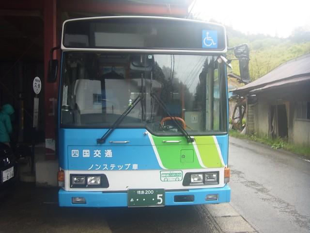 帰りはバスを乗り継いで阿波池田まで。 約3時間の乗車です。 これが、けっこうつらかった。