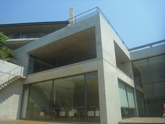 ここは、安藤忠雄のベネッセハウス ミュージアム。 あと、地中美術館も行きました。