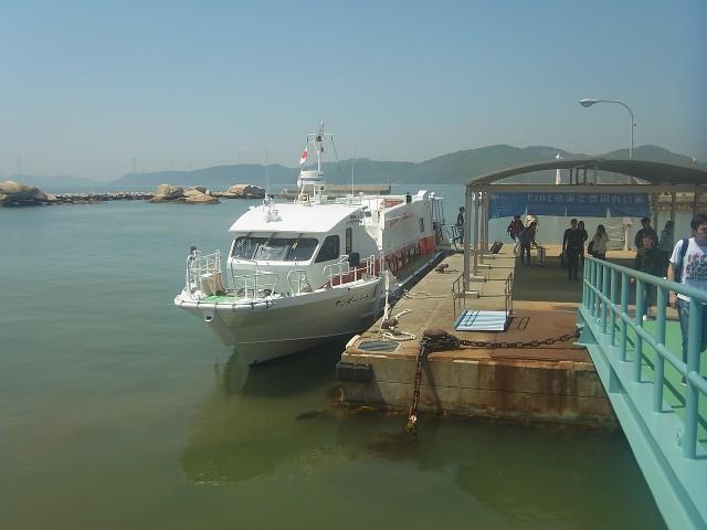 また小さな船に乗って、今度は犬島へ。