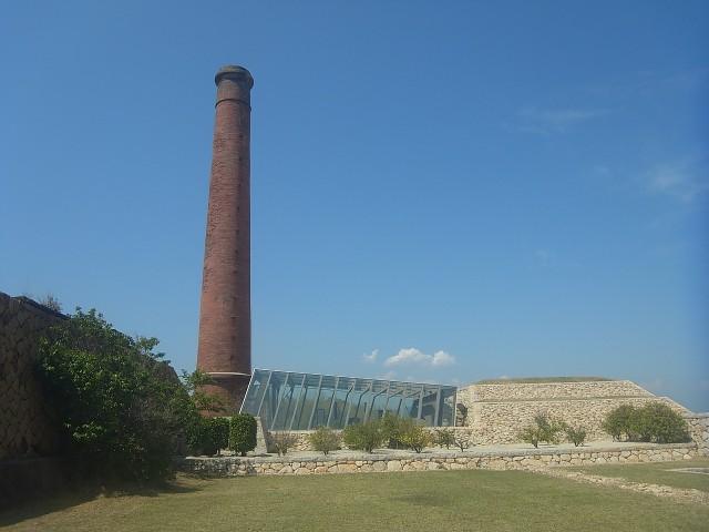 使われなくなった精錬所を、美術館として再利用しているのです。 廃墟探索の気分も味わえて、なかなか楽しい。