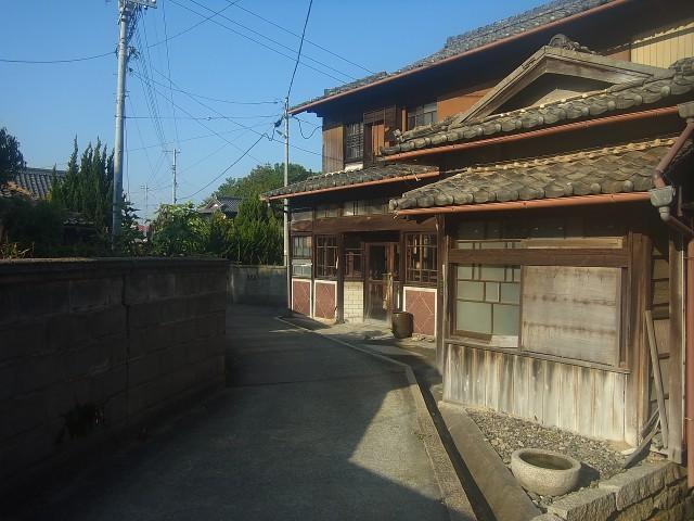 アートだけじゃありません。 ふと路地裏を覗くと、日本の原風景のような建物がたくさん。 犬島、小さいながらも、一日楽しめるスポットです。