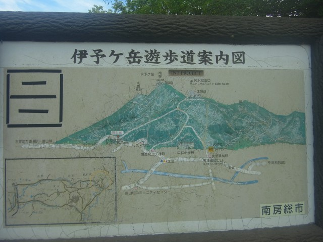時間が余ったので、伊予ヶ岳にも登ります。