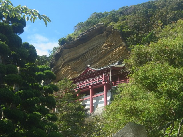 まだまだ時間が余っていたので、こんn青寺にも寄ってみました。 すごい場所に建っています。 千葉房総の山々、なかなかに侮れませんよ。