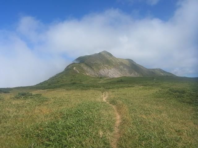 さらに進むと。 見えてきました、本日のメインイベント、別山です。