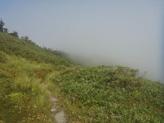 で、結局こうなる。 雲の中では何も見えません。