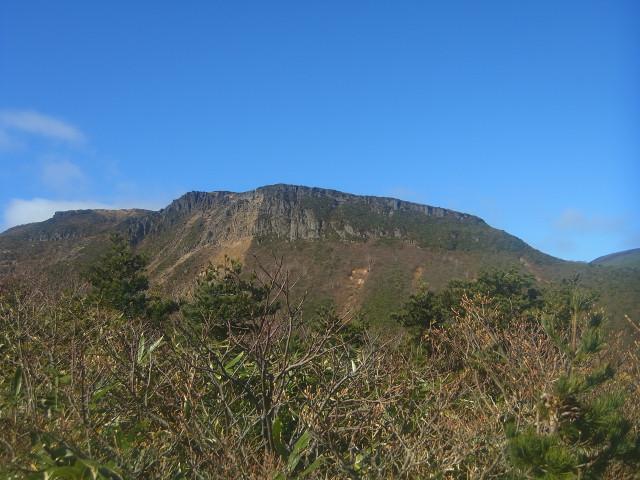 ここから見るとテーブルマウンテンのよう。 荒船山に似てるかな。 この山容は、日本では珍しいと思います。
