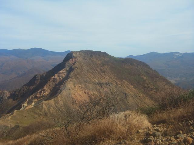 会津磐梯山の続き。 正面に見えているのは櫛ヶ峰。 ここは登れません。
