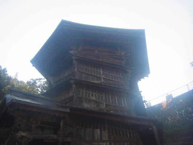 会津磐梯山に登った翌日。 ついでなので会津若松観光。 遠くの山に登った後は、こういう楽しみもあるのです。 で、これはさざえ堂。 ちょっと不思議な建物です。