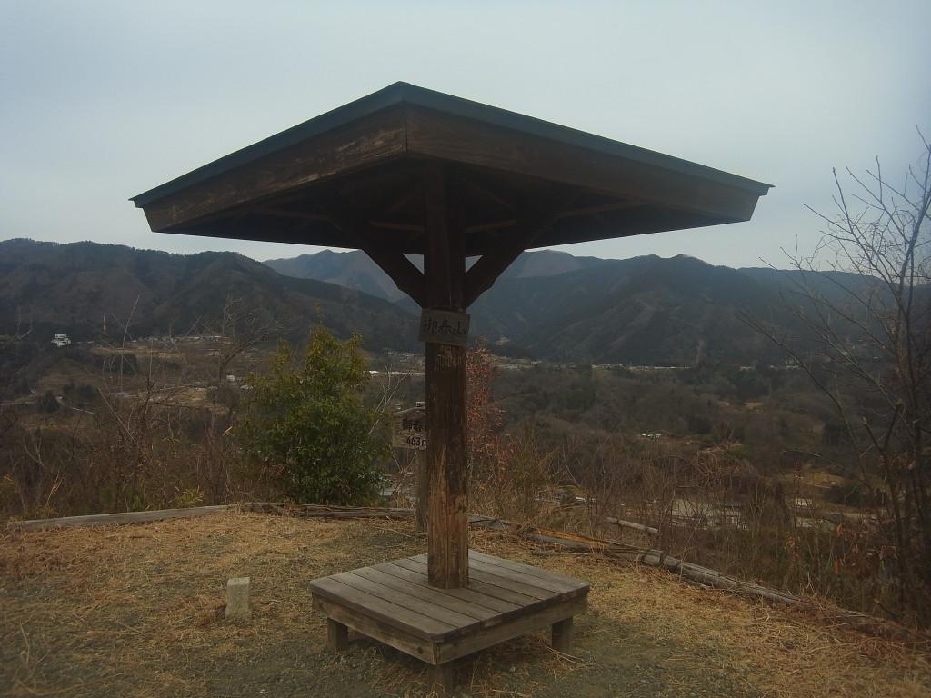 山頂の小さな東屋でご飯を食べてから帰りました。