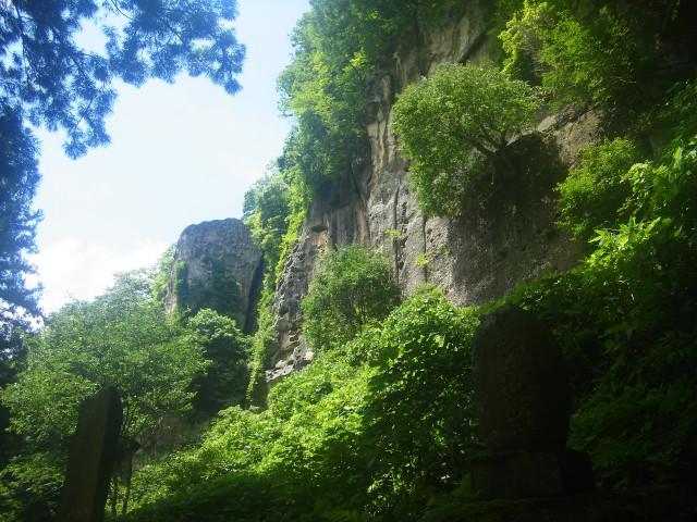 奇岩で有名なお寺だけあって、なかなかの景色。