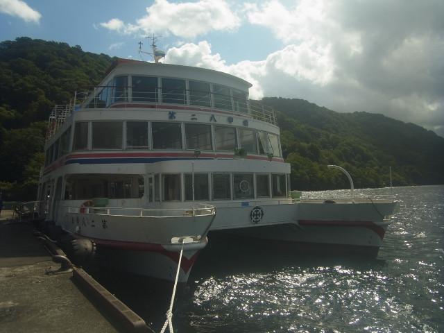 雨の奥入瀬渓流の翌日。 良く晴れました。 せっかくなので十和田湖の遊覧船で移動。