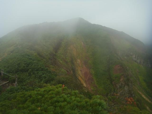 写真ではわかりにくいけど、けっこうな断崖絶壁。