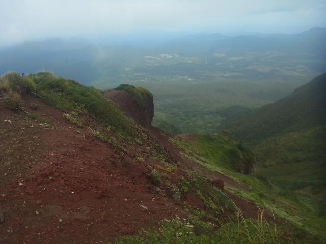 赤倉岳、やっぱり赤土です。